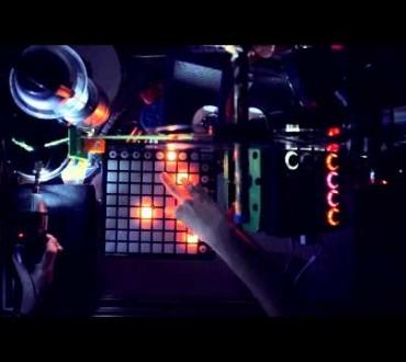 Rutina Zambuseta Plays With Car Sounds #GifonyRemix