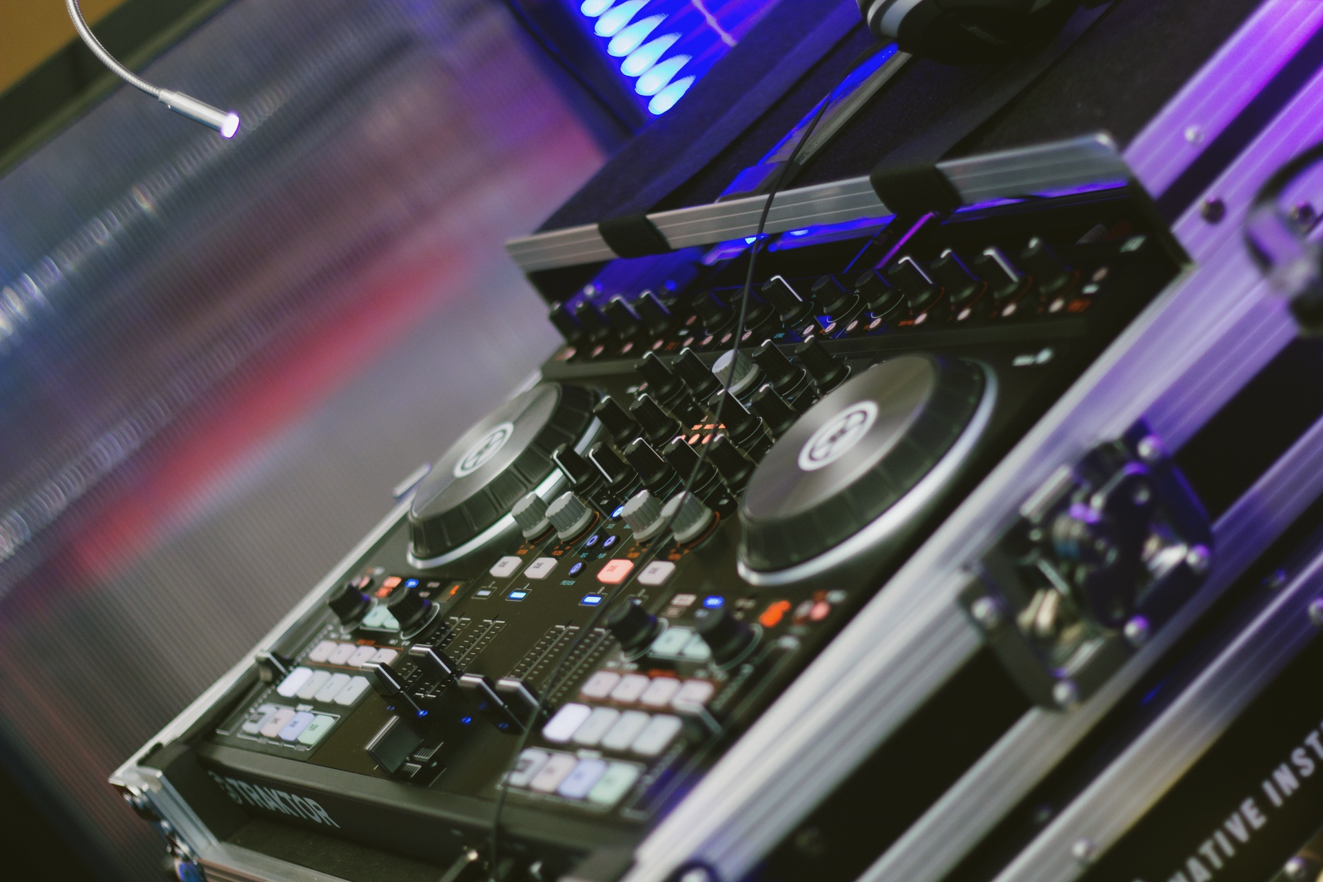 plete Dj Set Up Pioneer Cdjs Djm Speakers And More 217245 furthermore Namm 2016 Denon Dj Mcx8000 Seratoengine Controller moreover New Pioneer Dj Controller Hooks Your Iphone Ipad And Ipod Touch Some Mobile Mixing also  moreover Showthread. on pioneer dj
