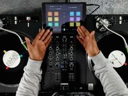 Demo DJ Angelo con el mixer Reloop RMX22i y los platos Reloop RP7000