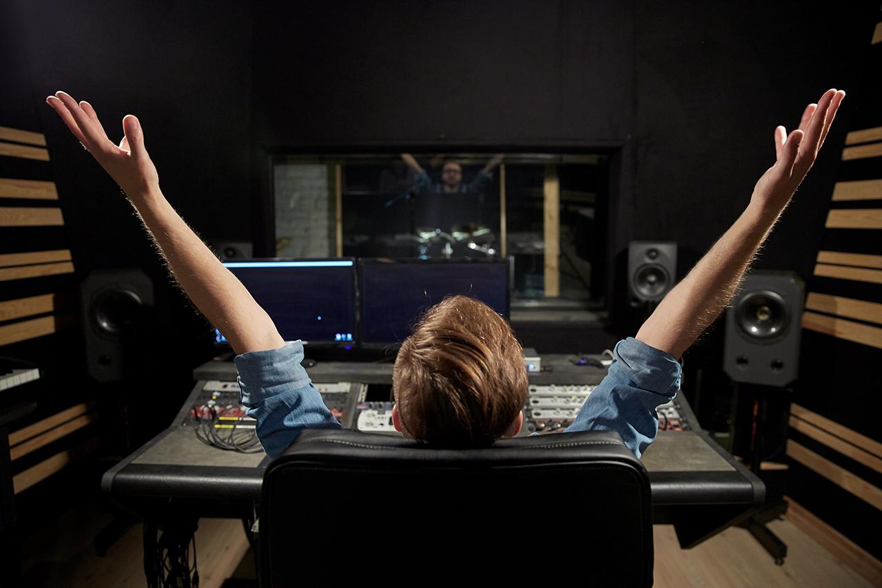 ¿Si soy DJ necesito producir música electrónica?